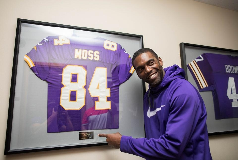 Randy Moss speechless when given surprise news at Vikings' camp he'll be put in Ring of Honor
