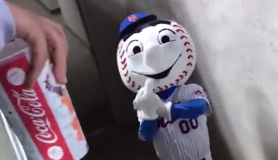 Mets mascot gives fan the finger. Oh, and Brewers win!