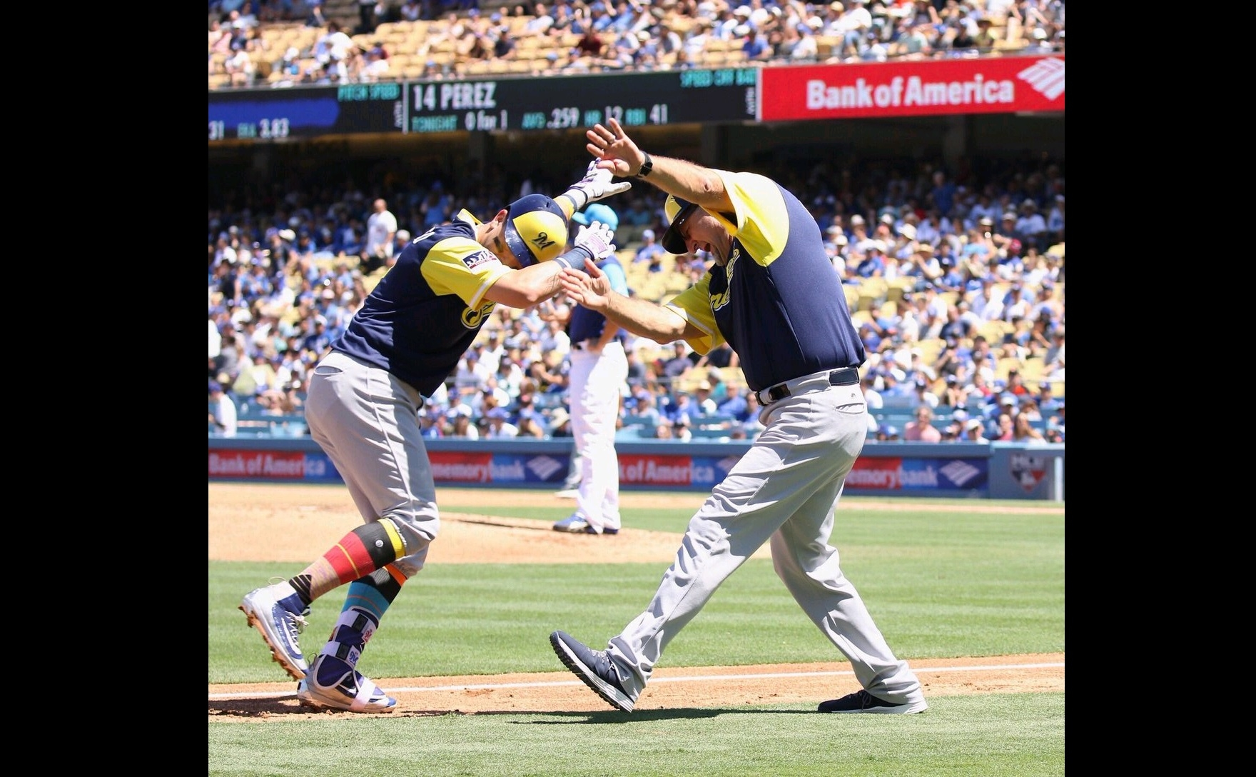 Brewers hand Dodgers 1st series loss since early June