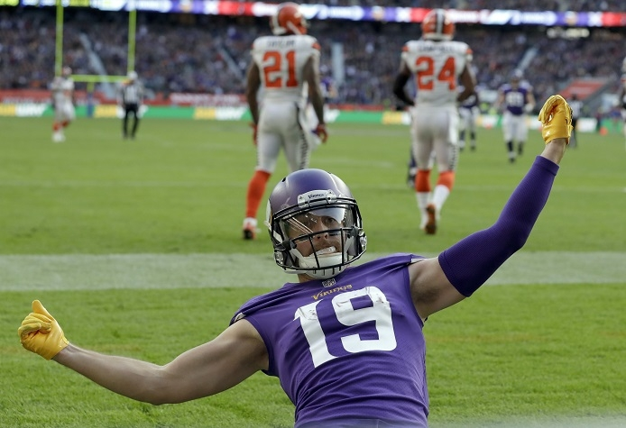 Hopes high as Vikings take bye, franchise scars to playoffs
