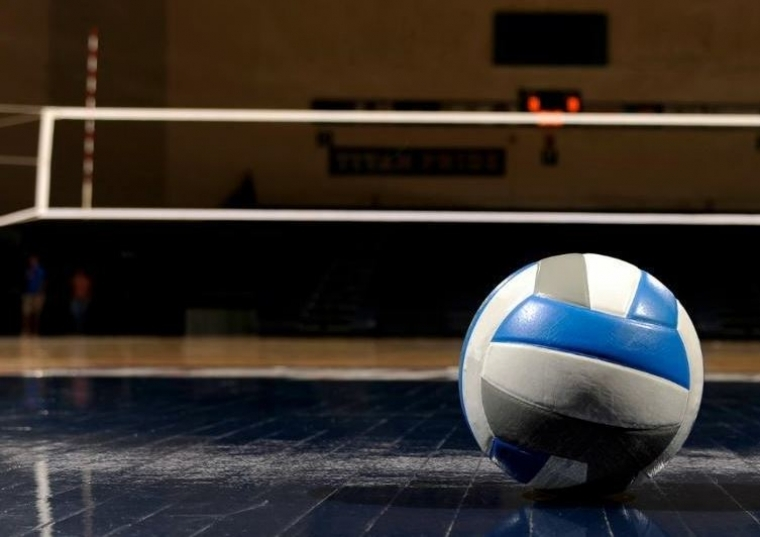 HS VOLLEYBALL: Aquinas comes back to beat Holmen in battle for top spot in MVC