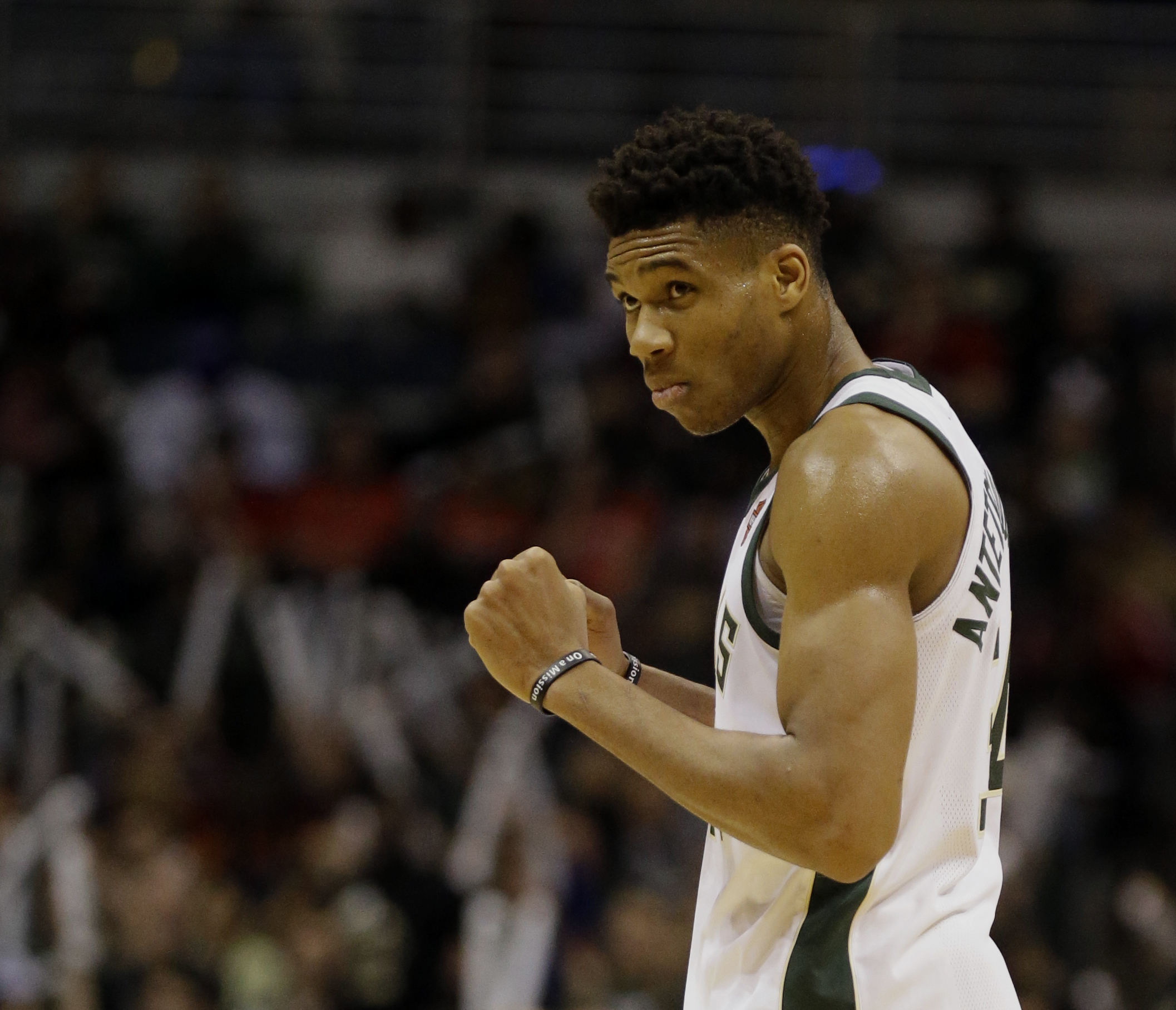 Antetokounmpo leads NBA in all-star voting