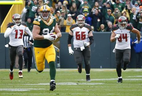 How fast is Packers' Dean Lowry? He says not that fast. Could have fooled TB