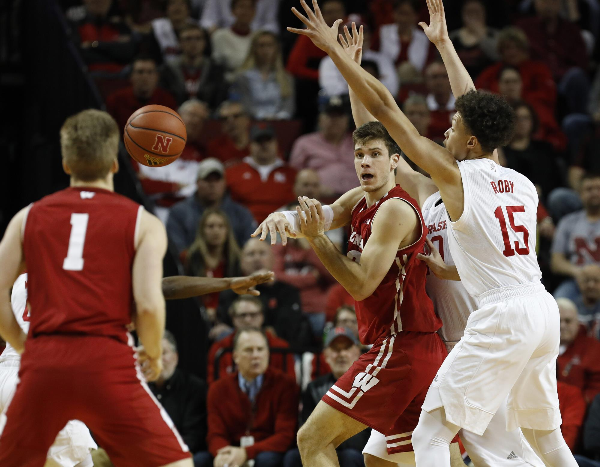 Badgers late run falls short in loss to Nebraska