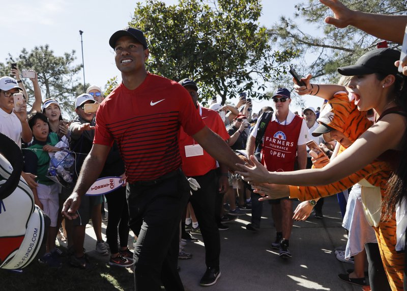 Column: Mediocre score, rousing success in Tiger's return