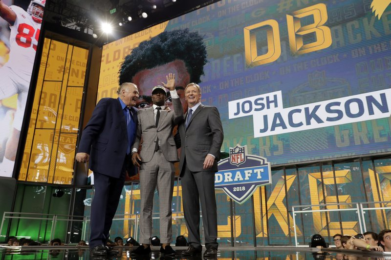 After taking defense early, Packers draft offense late