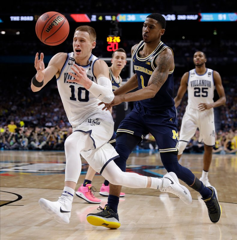 69c1142e200 Led by the redhead nicknamed Big Ragu, DiVincenzo and Villanova take down  Michigan