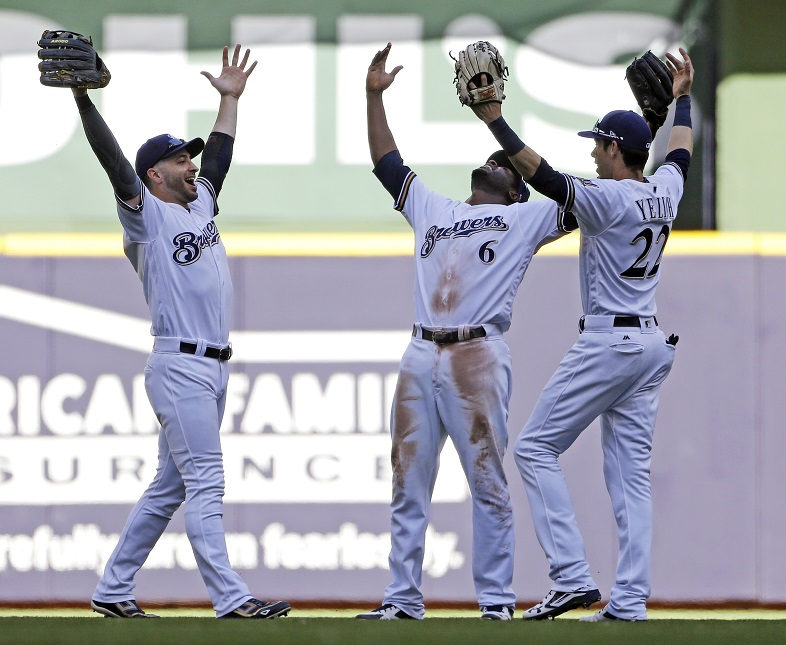 Brewers promote GM Stearns, Schlesinger after big year