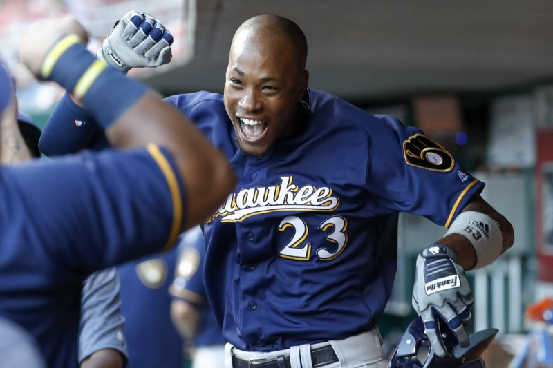 Broxton homers twice, Brewers win 7th straight over Reds 8-2 (Friday)