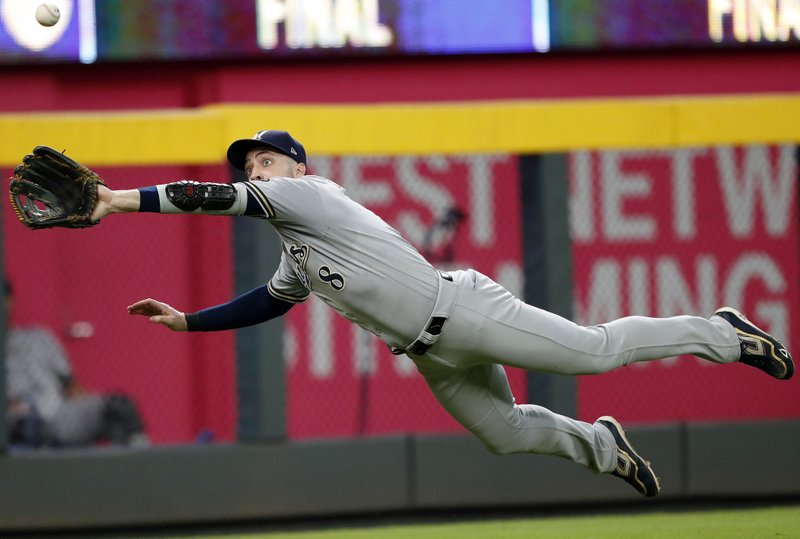 Braun, Moustakas deliver big in Brewers win over Braves