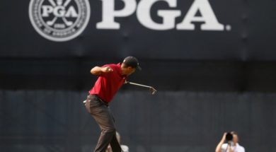 Tiger Woods celebrate AP