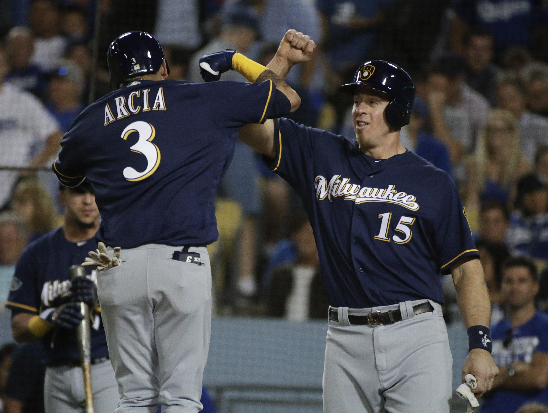 Chacin, Brewers' bullpen blank Dodgers, take 2-1 NLCS lead