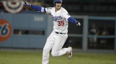 Cody Bellinger wins Game 4 AP