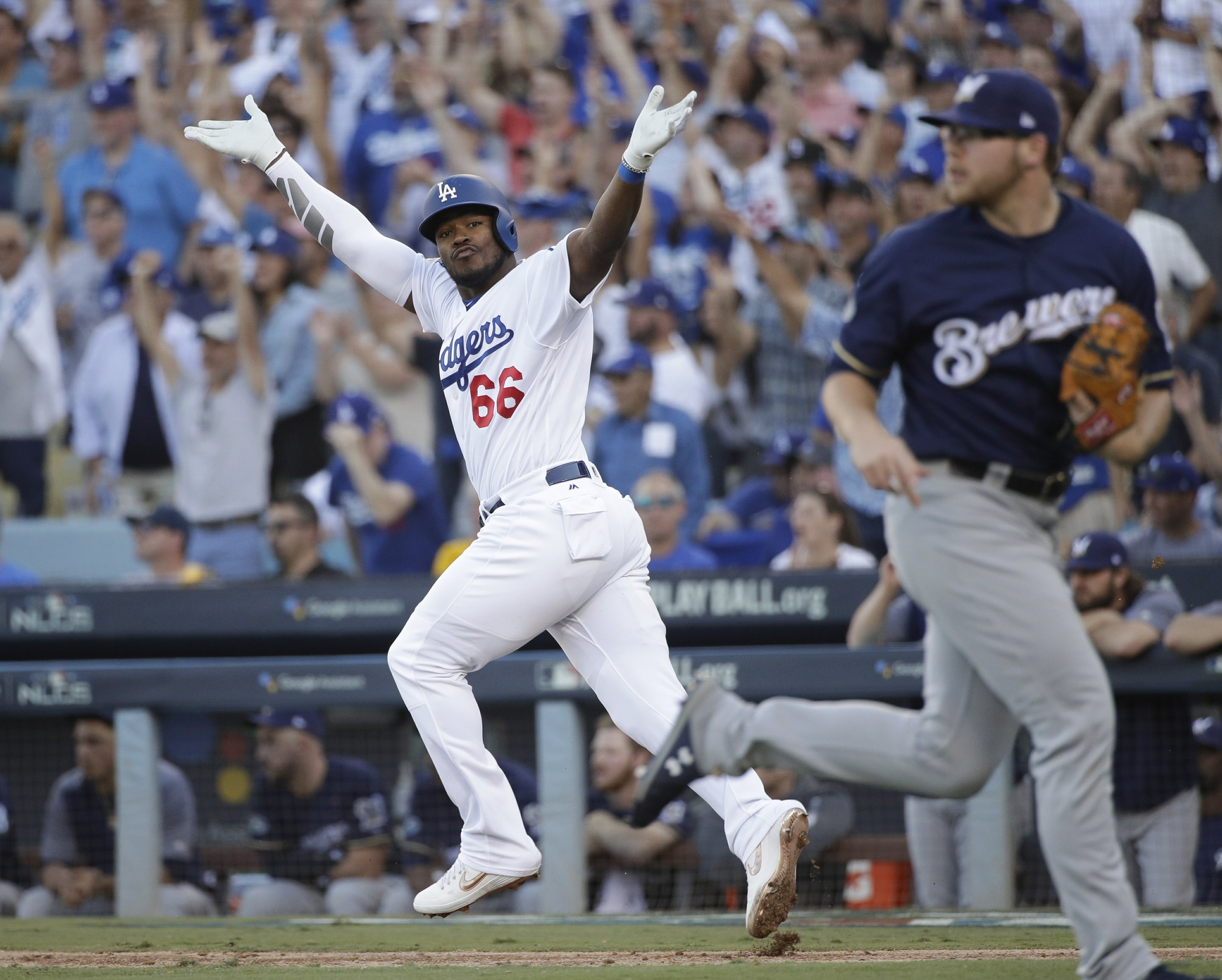 Kershaw dominant, Dodgers beat Brewers, lead NLCS 3-2