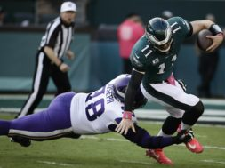 Vikings Joseph Eagles Wentz AP
