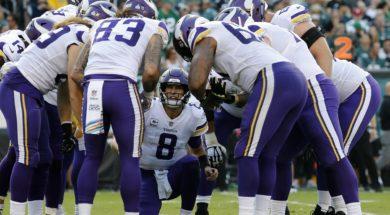 Vikings Kirk Cousins huddle AP