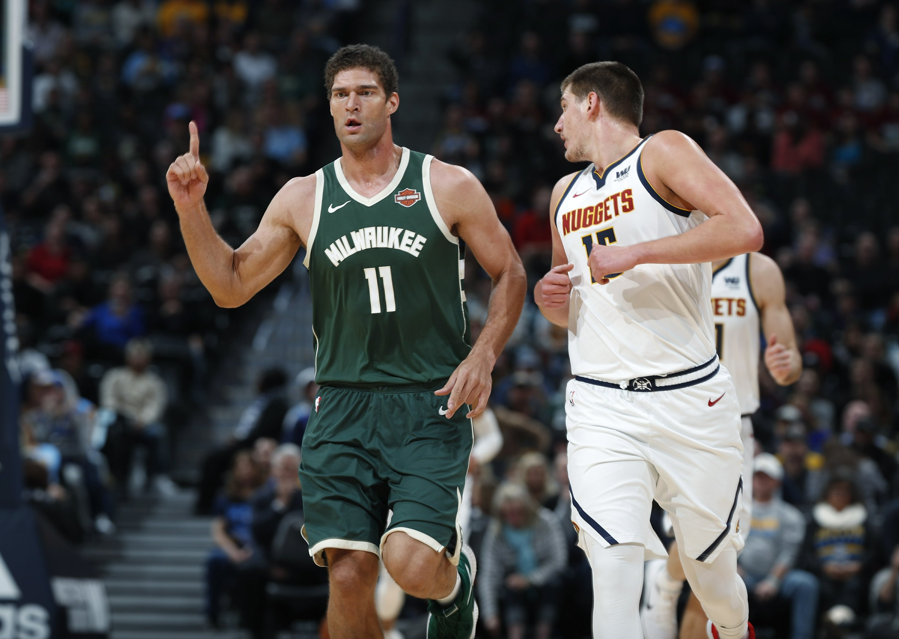 Brook Lopez, literally, signs a microwave for Bucks fan