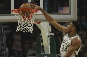 Giannis dunk Kings AP