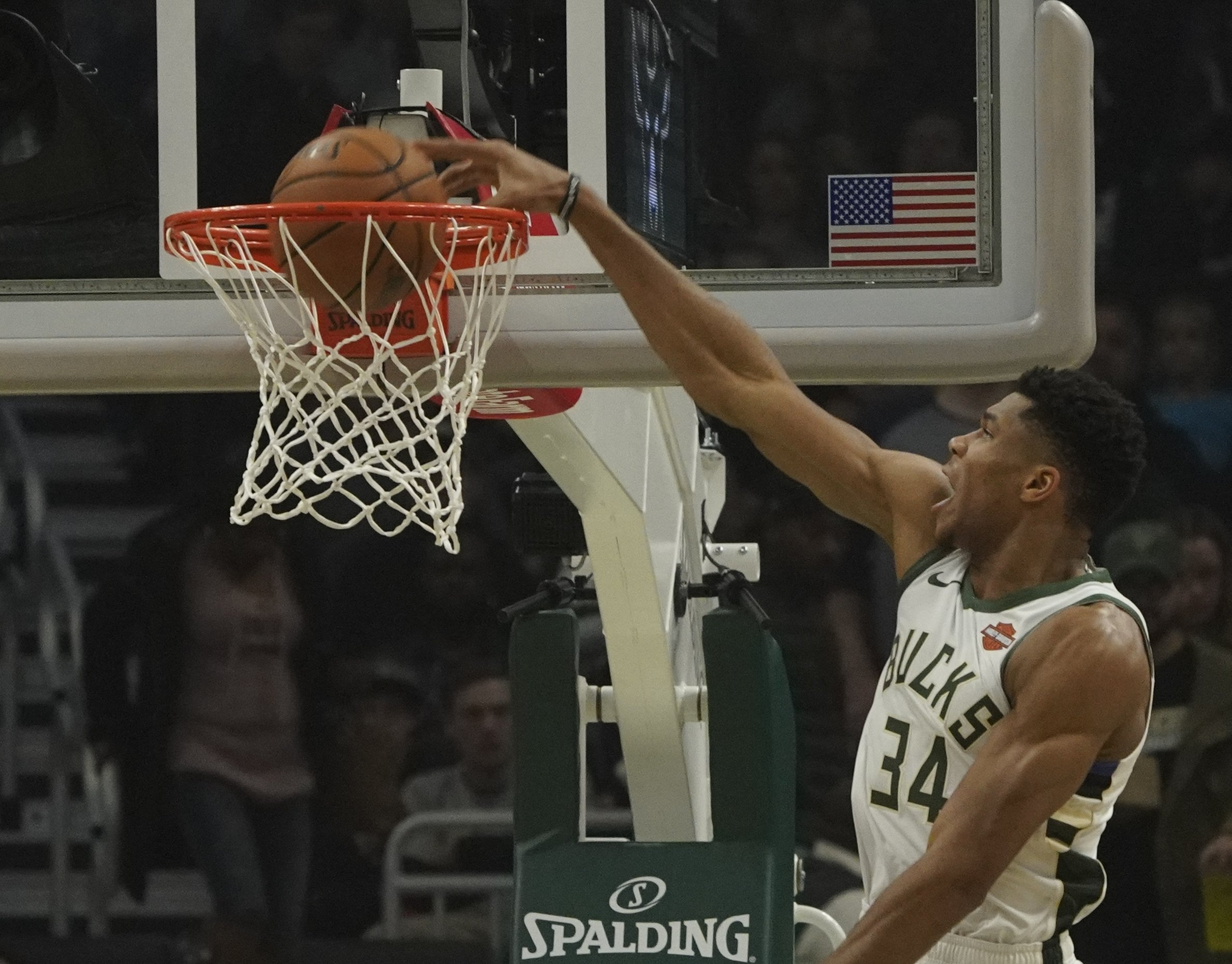 Antetokounmpo gets a triple-double as Bucks rout Kings