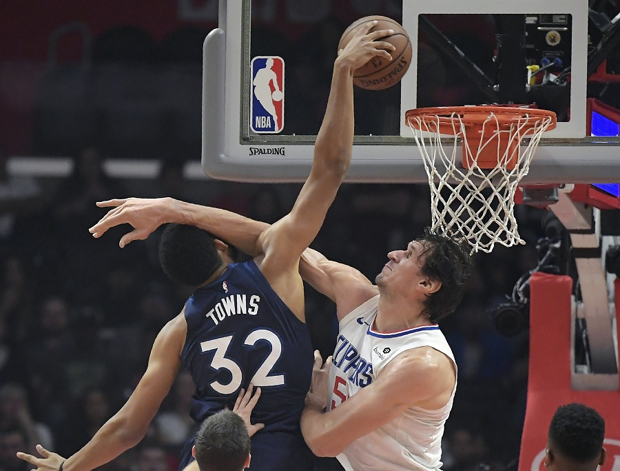 Wolves fall to 0-6 on road, after loss to Clippers