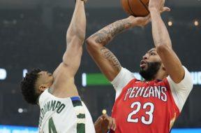 Bucks Giannis Pelicans Davis AP