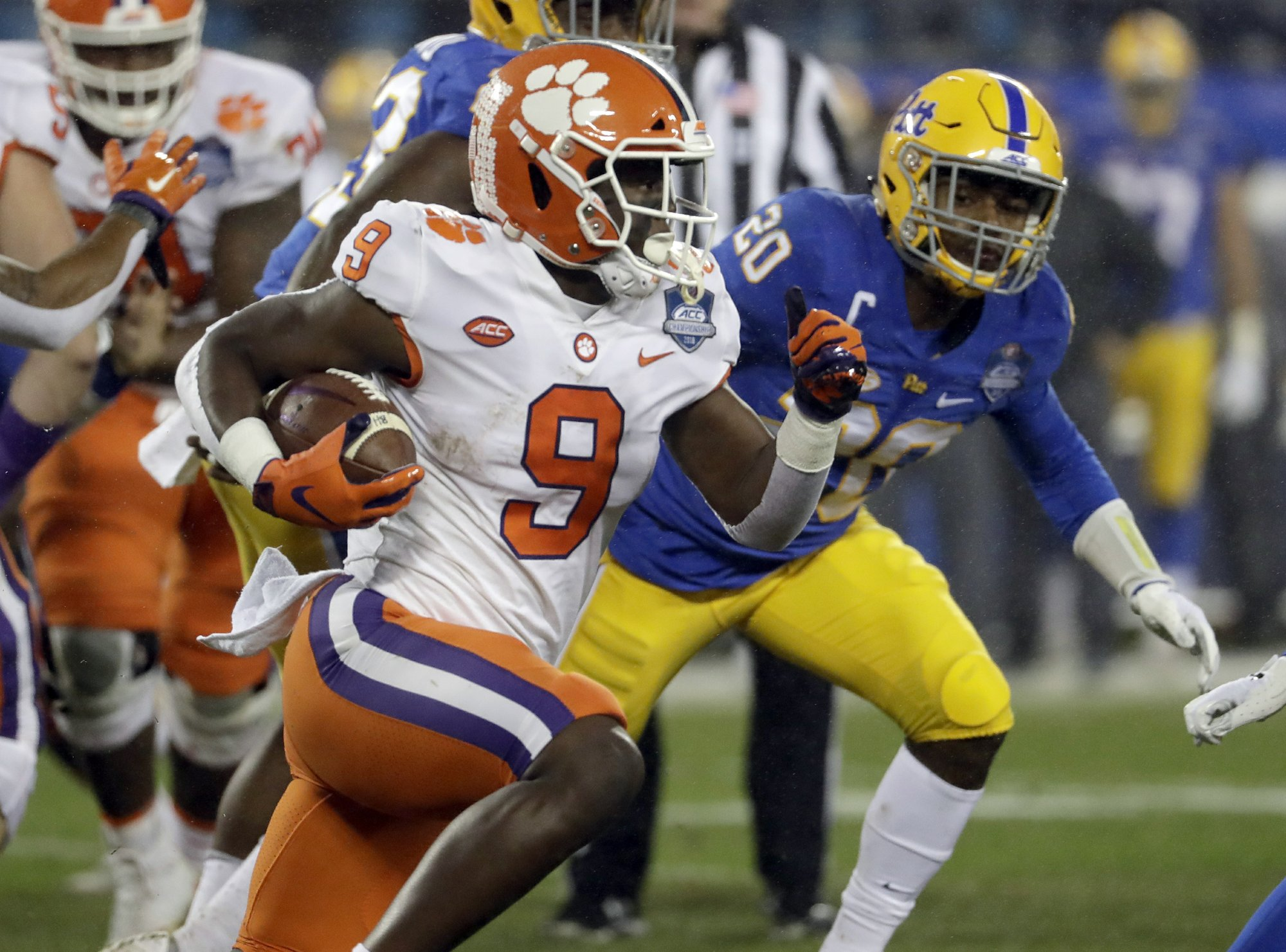 Running games overshadowed by QBs in national title game