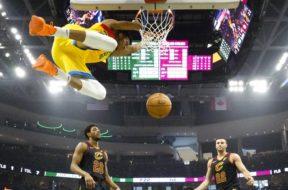 Bucks Giannis hang rim Cavs AP
