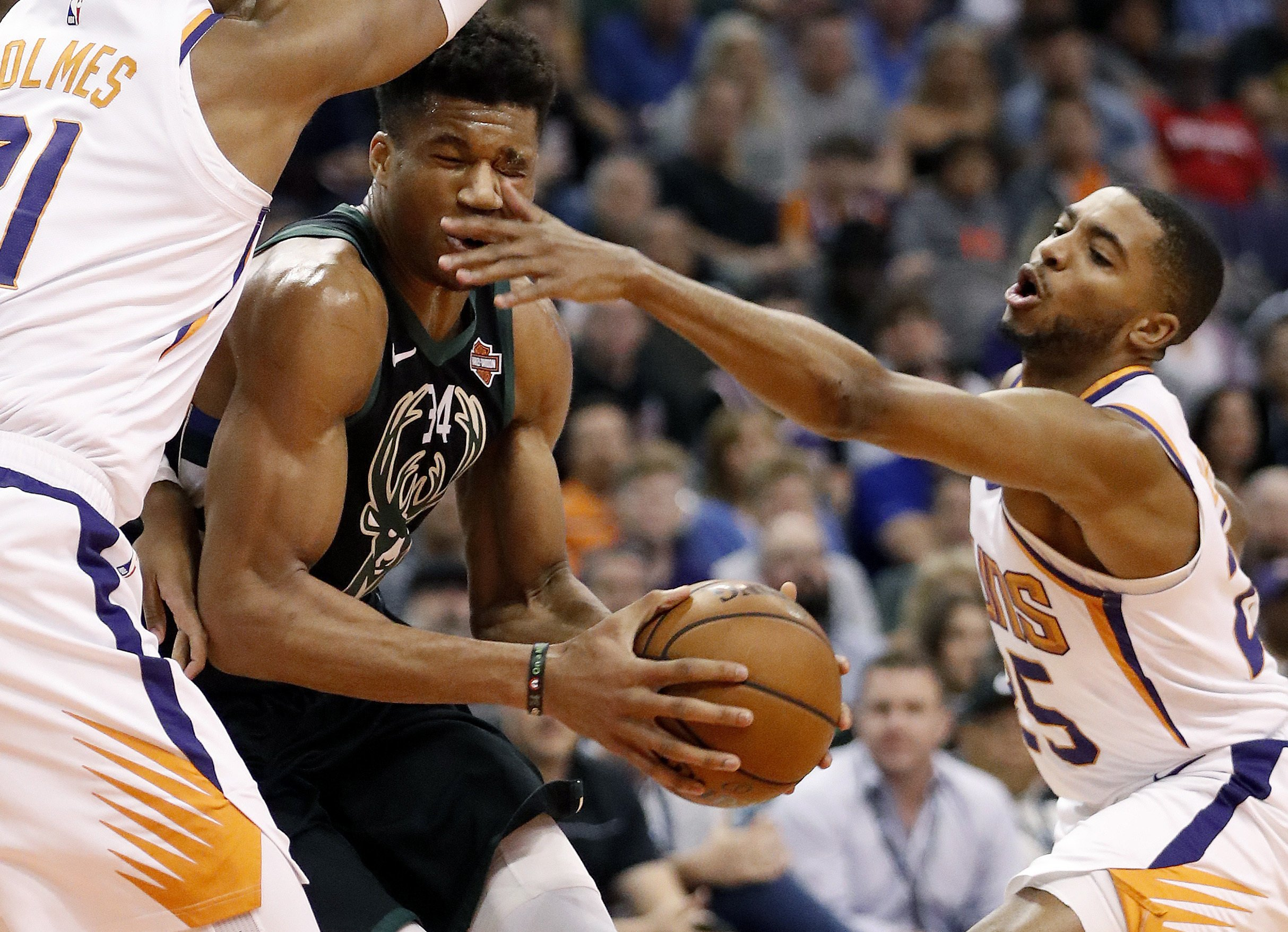 Bucks lose to Suns, NBA's second-worst team