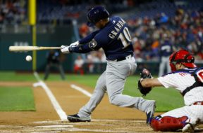 Brewers Yasmani Grandal swinging AP