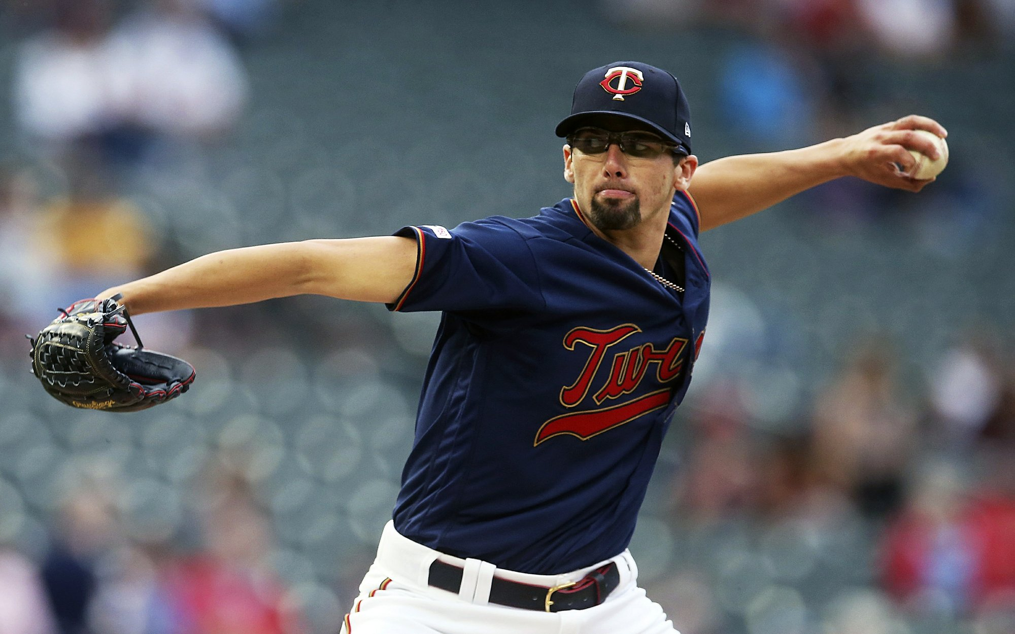 Smeltzer throws 6 shutout innings in debut, Twins top Brewers