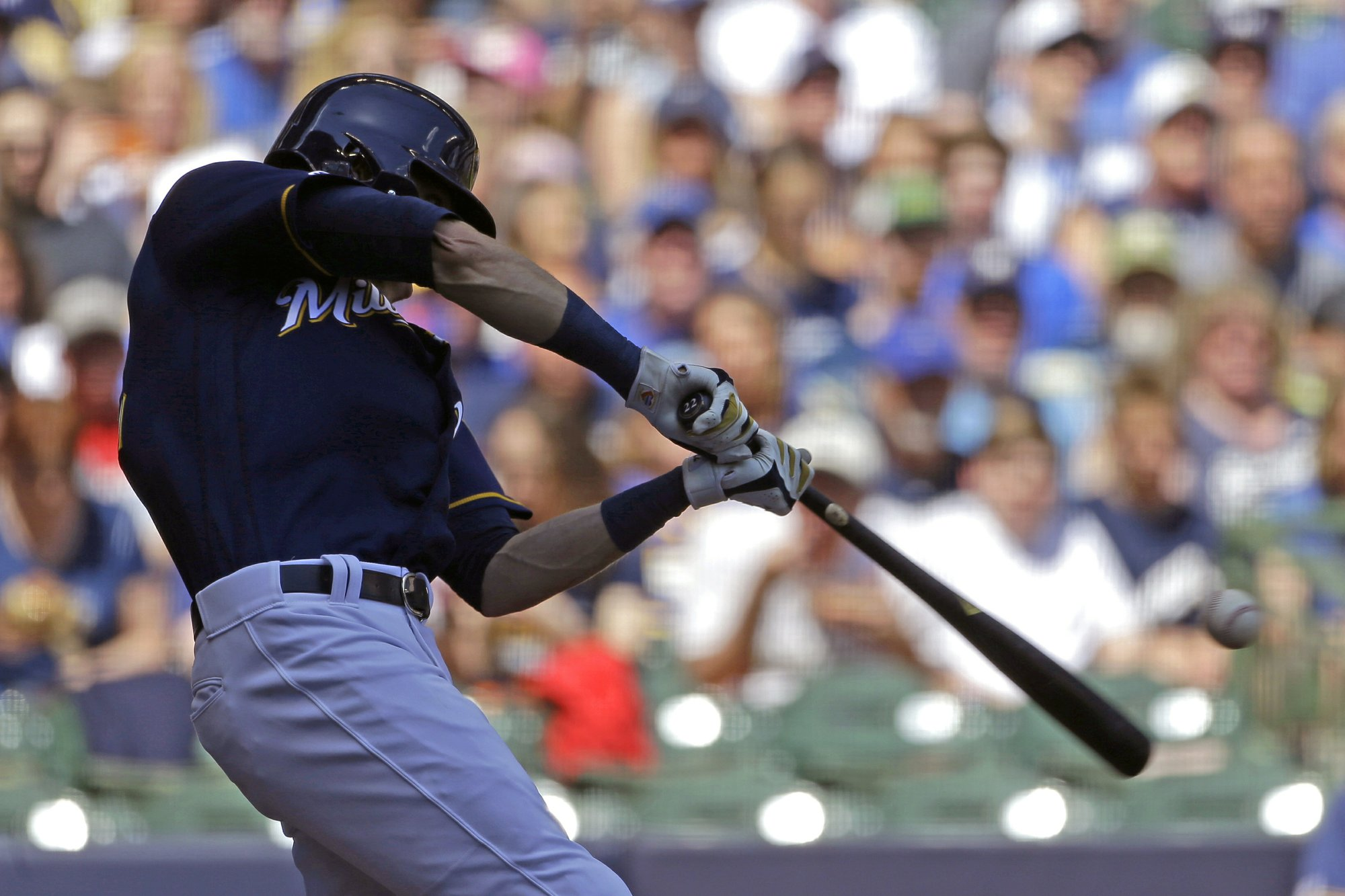 Yelich wastes no time in return, hits winning HR, leads Majors with 15
