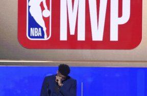 Giannis MVP vertical AP