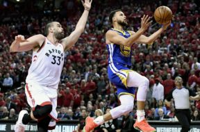 Steph Curry layup Marc Gasol Finals Gm 2 AP