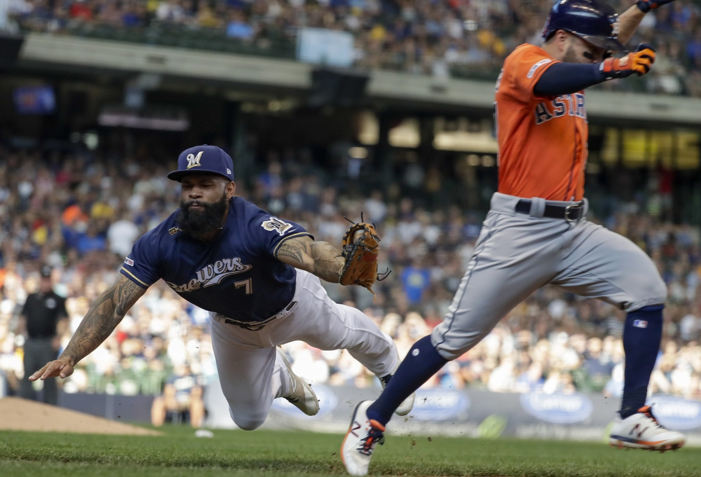 Springer's homer in 10th keys Astros' 3-2 win over Brewers