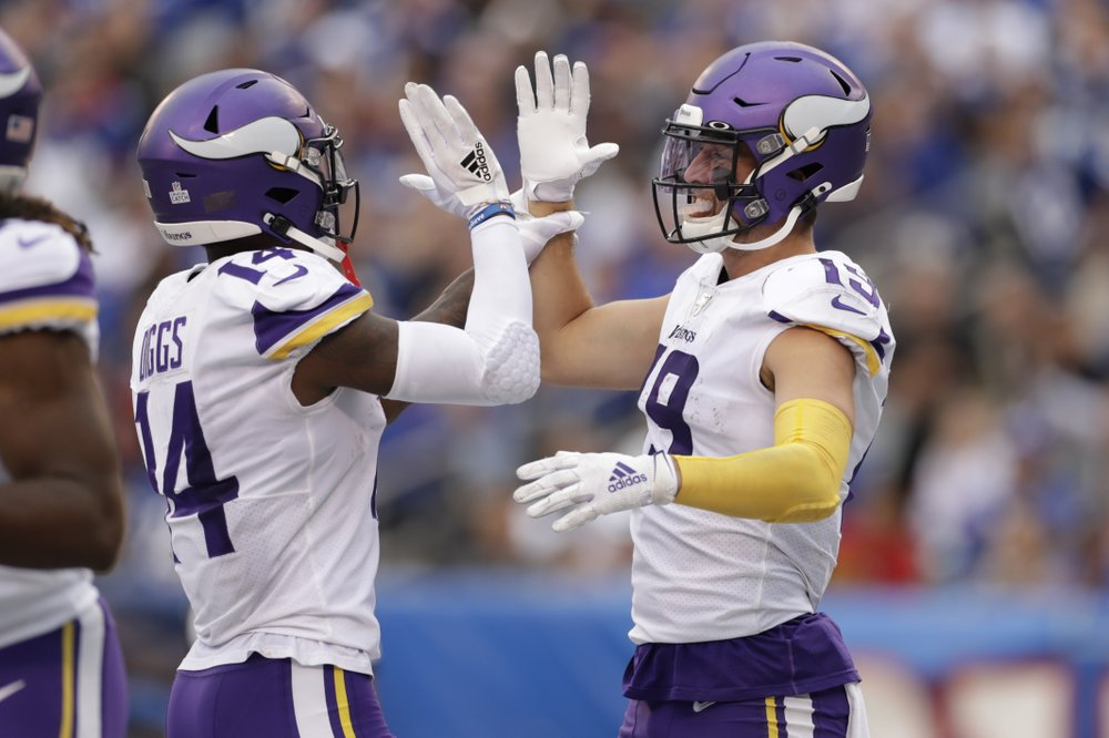 As Eagles return to Super Bowl site, Vikes await in key game