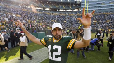 Packers Aaron Rodgers sign AP