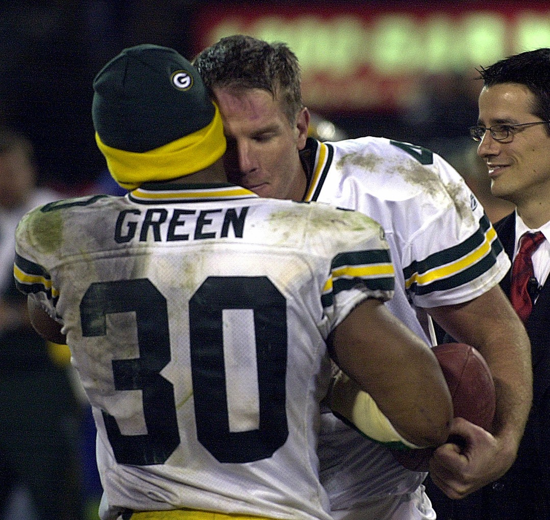 NFL AT 100 — Packers-Raiders 2003: Favre deals with grief by playing heavy heart out