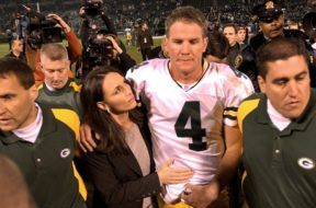Packers Favre v Raiders dad AP
