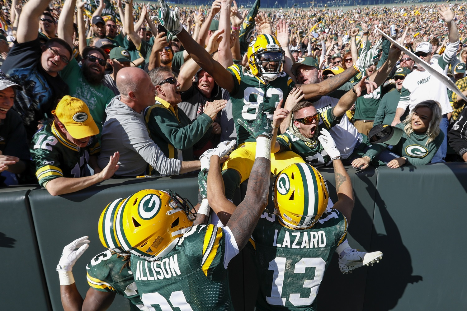 Rodgers Throws 5 TD Passes, Packers Gash Raiders 42-24