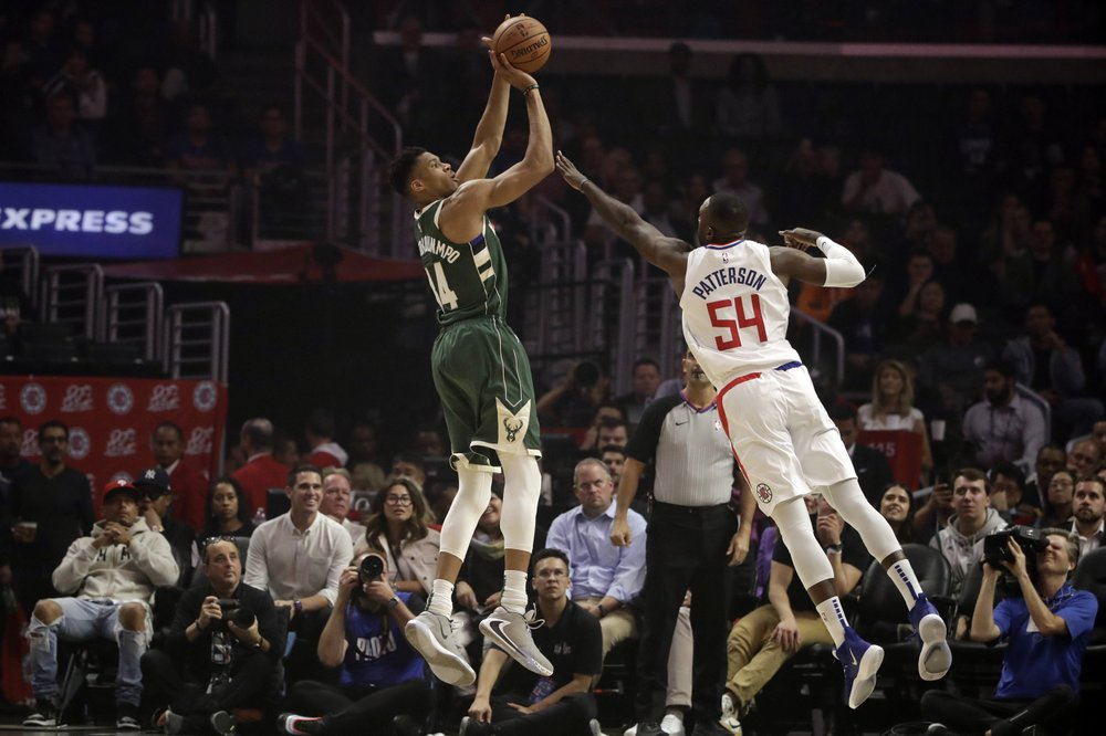 Bucks hold off Kawhi-less Clippers for 4th consecutive win
