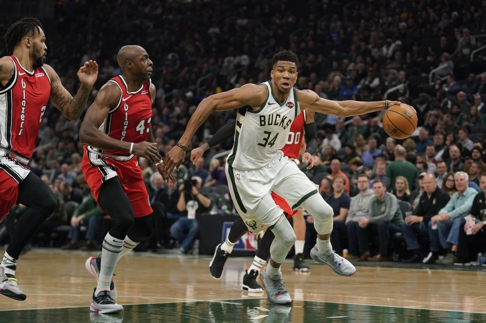 Antetokounmpo gets triple-double with career-high in assists as Bucks beat Blazers