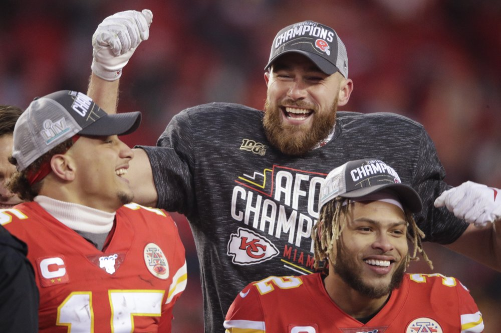 Fun-loving TEs Kelce, Kittle the life of Super Bowl party