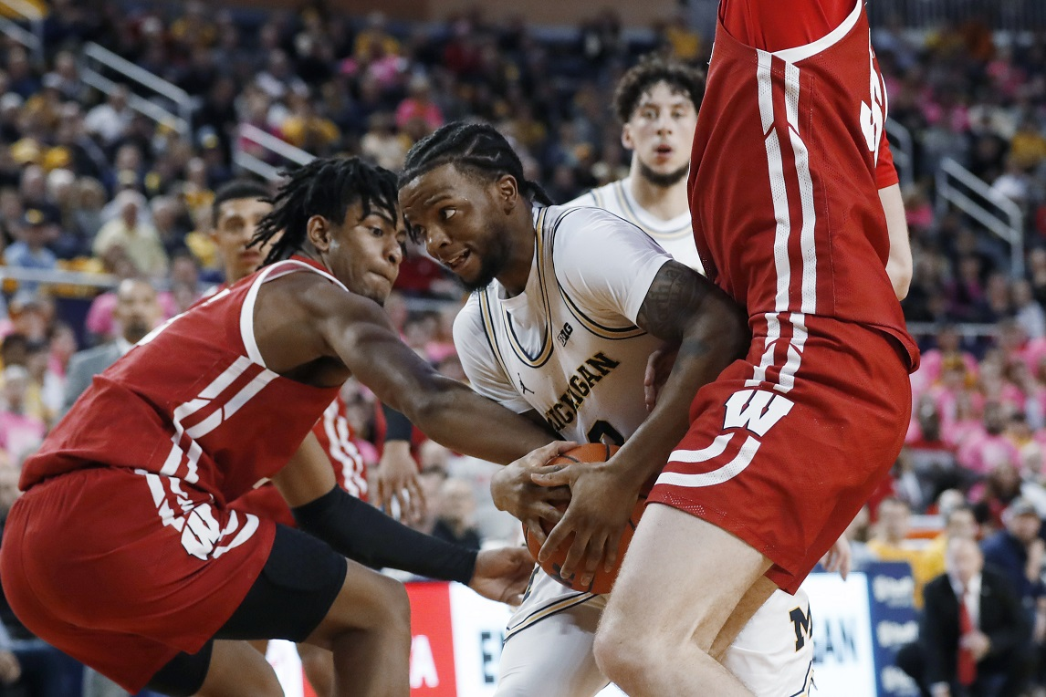 Badgers move into four-way tie for 2nd in Big Ten with 3 games left