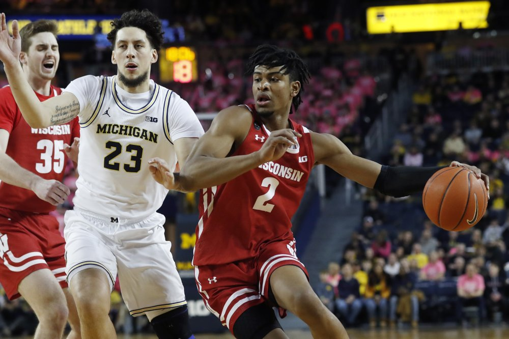 Badgers hold off No. 19 Michigan, get set to host Gophers