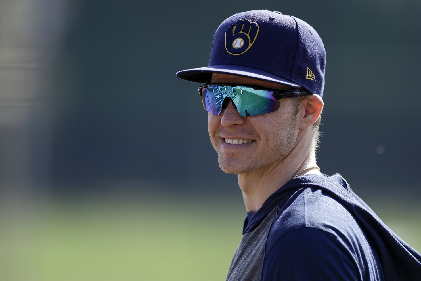 Brewers newcomer Brock Holt goes between the legs