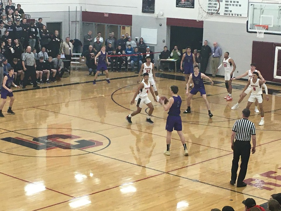 Onalaska clinches conference title, sweeps season series in win over Central