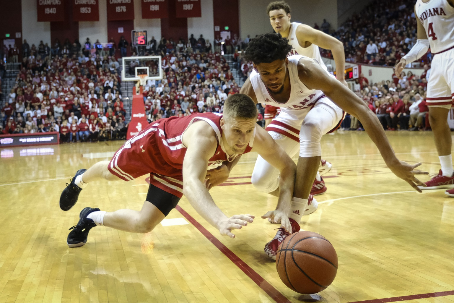 Badgers root to share Big 10 title to get No. 1 seed, will play Friday against either Michigan or Rutgers