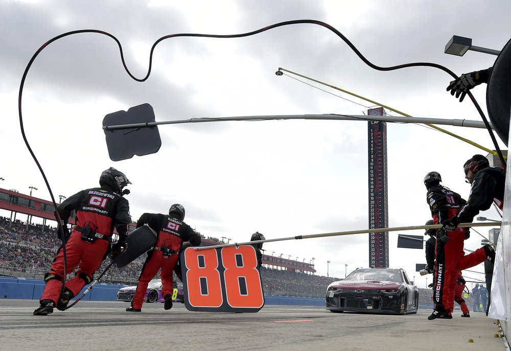 Bowman holds off Busch bros at Fontana for 2nd NASCAR win