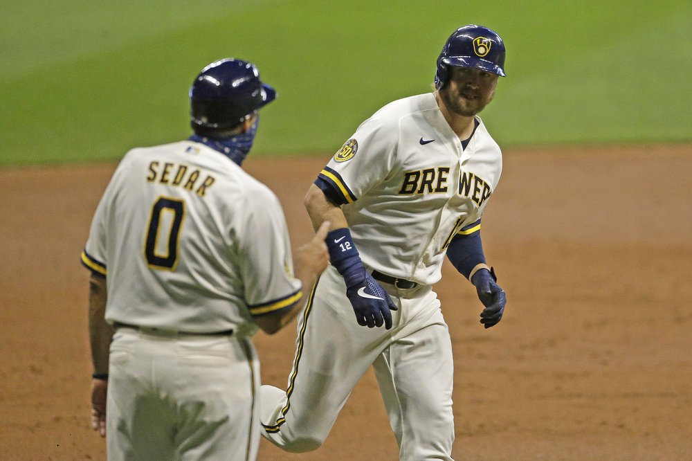 Smoak, Brewers snap 4-game skid, beat Bauer, Reds 4-2