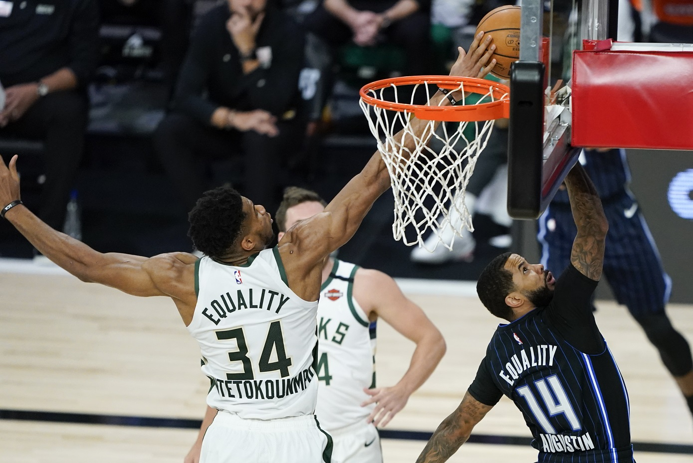 Giannis outduels Vucevic, as Bucks take 3-1 lead with win over Magic